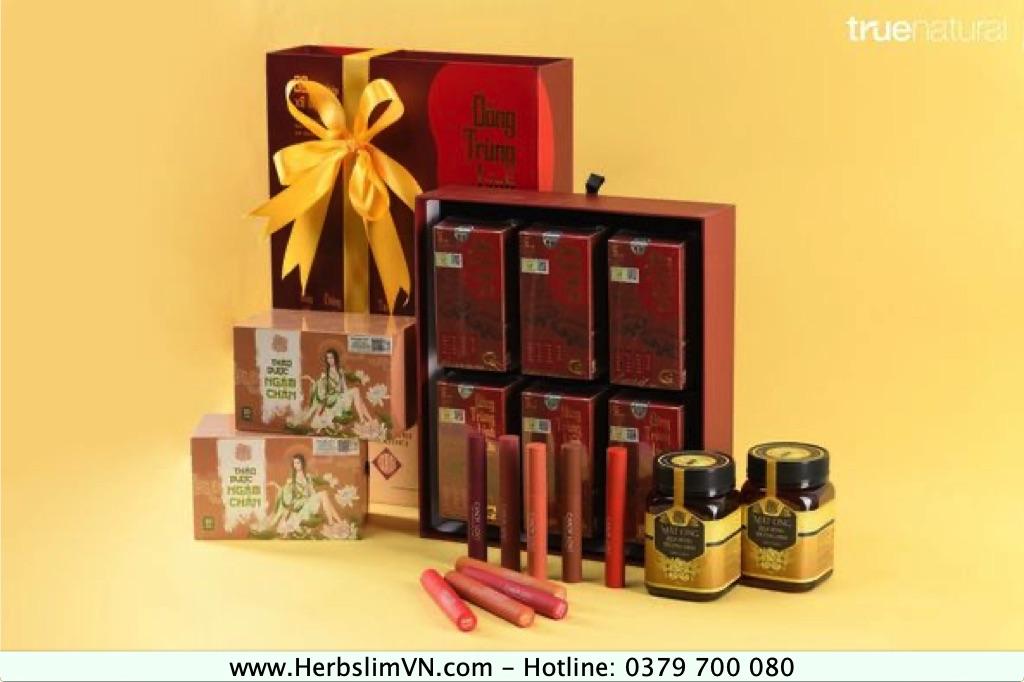 SET 2: Mua 06 Viên uống Đông Trùng Linh Chi + 01 Set mật ong hoa rừng Thượng Đỉnh + 02 Thảo dược ngâm chân Hoàng Cung + 09 son CL chỉ còn 10.410.000đ (Giá gốc: 15.720.000đ).
